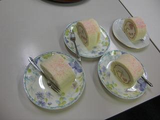 シュークリームママさんの白桃ロール.jpg
