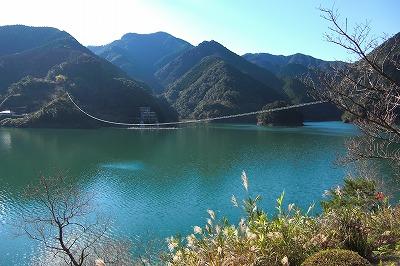 ダム湖.jpg