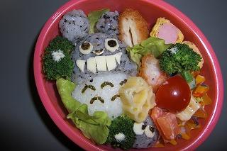 お弁当のなかのトトロ.jpg