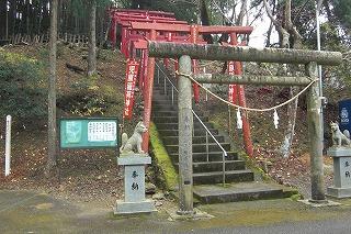 児原稲荷神社の上がり口.jpg