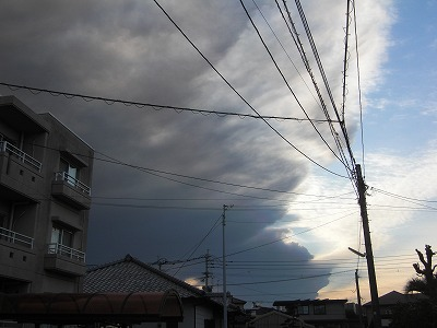 新燃岳の火山灰がひろがった空.jpg
