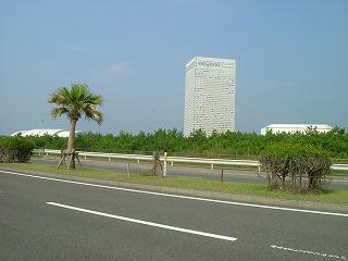 左からオーシャンドーム、ホテル、コンベンションセンター
