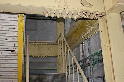 ペンキを塗る前の事務所下.jpg
